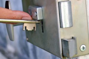 12 Façons D'ouvrir Une Porte De Salle De Bain Verrouillée